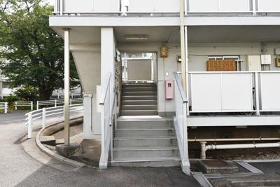 【エントランス】ビレッジハウス小比企5号棟