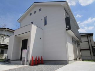 習志野市実籾本郷 新築一戸建て 実籾駅 白を基調とした落ちついた外観です!
