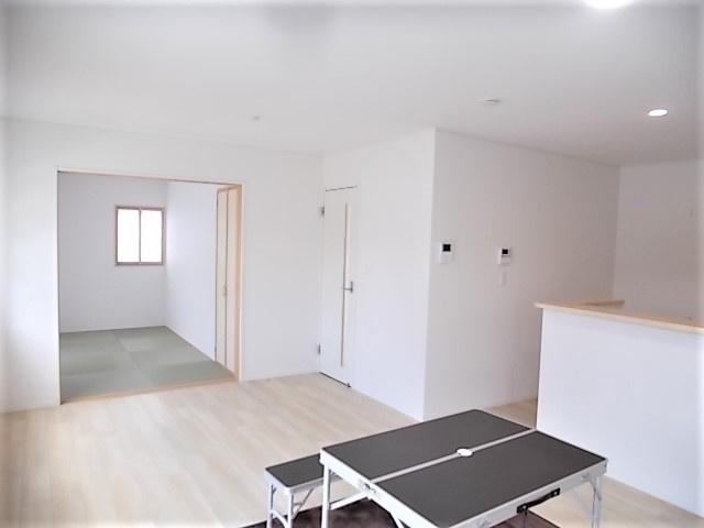 リビング隣和室設計で圧迫感がなく、空間を広々使うことができます♪