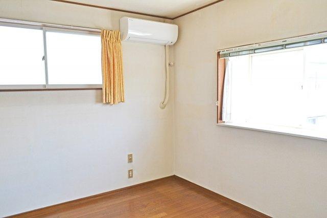 2F北側洋室、個人の部屋や寝室として使える洋室です