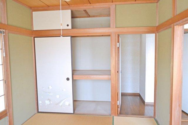 2階和室(6帖)、収納スペース