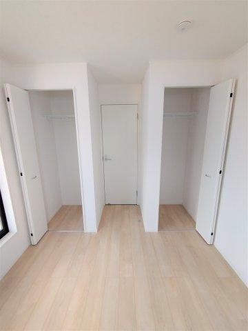 2F洋室収納。奥行のあるクローゼット2ヶ所完備。子供部屋に◎
