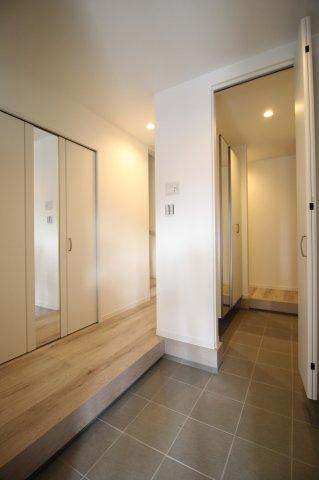 家の第一印象を決める明るい玄関♪ (当社施工例)