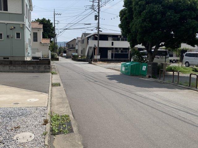 閑静な住宅街に位置しており、車通りも少ない環境となっております。