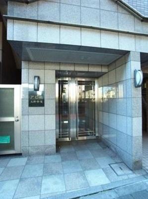 【エントランス】アピス三軒茶屋 バストイレ別 オートロック 宅配BOX