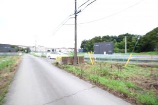 【前面道路含む現地写真】川越市下広谷 資材置場用地 「鶴ヶ島駅」徒歩27分 敷地967坪