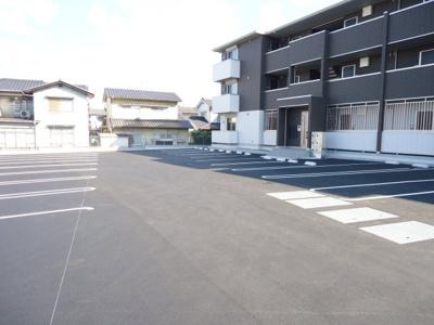 【駐車場】D-グレイス A棟