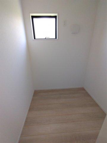 2帖のテレワークルーム完備。収納部屋としても趣味部屋としても使い方自由!
