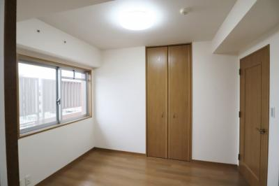 LD横の2WAY洋室約5.3帖。窓があり明るい♪書斎や家事室にも