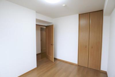 北側の洋室約6.6帖は主寝室としていかがでしょうか。