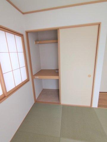 和室押入れ収納。来客用のお布団や座布団などの収納にあると便利です♪