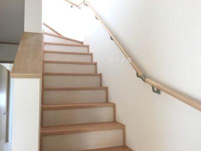 同仕様建物の階段。カラーは異なることがございます。