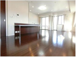 この部屋のお軽さをご覧ください!角部屋ならではの通風と陽当りです。
