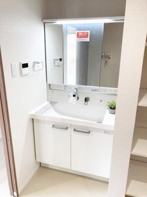 鏡も大きくて使いやすい洗面化粧台も新設♪