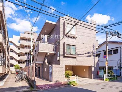 閑静な住宅街に建つ低層マンション