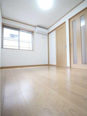 【居間・リビング】パークサイドハウス三軒茶屋 リフォーム済 バストイレ別 収納豊富