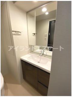 【洗面所】クレヴィアリグゼ三軒茶屋 駅近 独立洗面台 浴室乾燥機