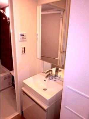 【洗面所】フェニシア三軒茶屋 ペット飼育可 駅近 浴室乾燥機 追炊き