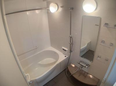 清潔感のある明るいお風呂です。