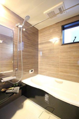 お子様と一緒に入浴を楽しめる大きなお風呂♪ (当社施工例)