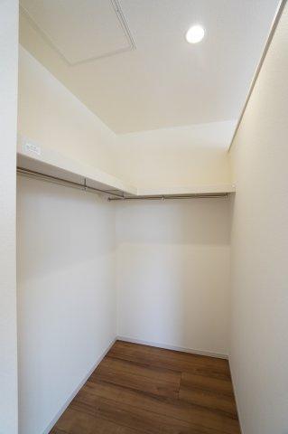 【同仕様施工例】2階8.5帖 棚もありますのでバックや小物の収納もできます。