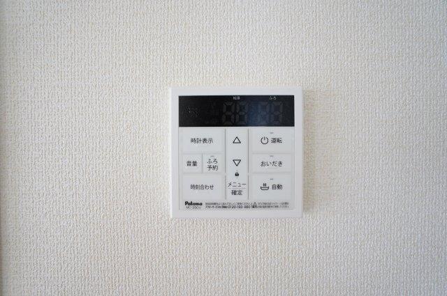 【同仕様施工例】給湯器リモコンです。追い焚き機能付きです。