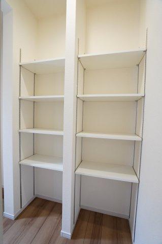 【同仕様施工例】可動棚になっているので、ブーツなどの高さのある靴も収納できます。