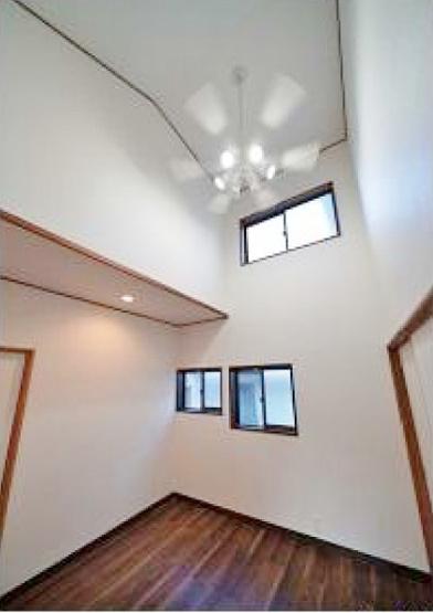 2階洋室 吹抜け天井仕様で開放感溢れる空間です♪♪