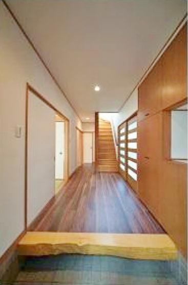 玄関は広々としゆとりある空間です