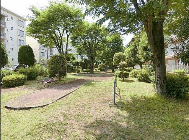 緑豊かな敷地内公園