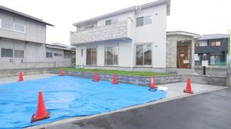 敷地面積70坪超ですので駐車スペースは3台可能です。