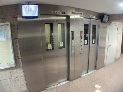 エレベーターは2基あります。朝など混み合う時間帯も安心です。