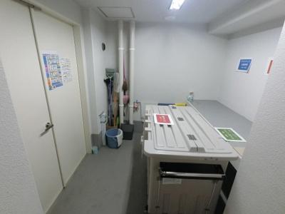 ゴミ置場です。管理人が日勤のためきれいに掃除されております。