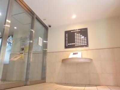 クリオレジダンス東京E棟のオートロックです。防犯カメラも設置されています。