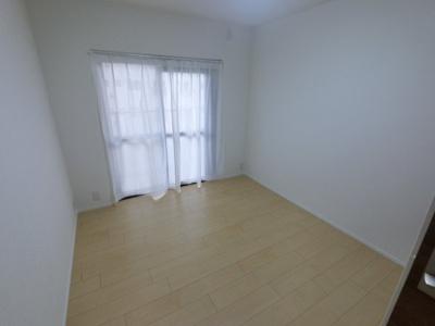 5.5帖の洋室です。 子供部屋やワークスペースとしても活用できます。