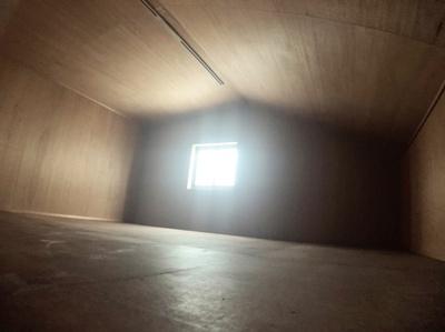 屋根裏収納スペースがあります。