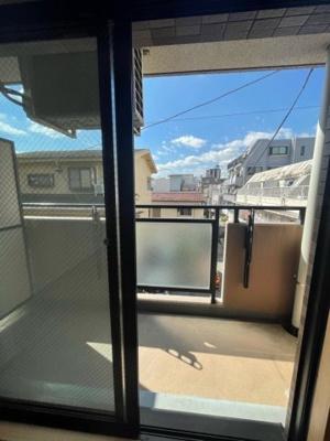 バルコニーからの眺めを楽しみながら食事をしませんか