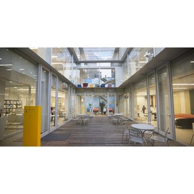 図書館「日本教育大学院大学図書館まで573m」