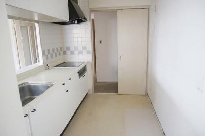 たっぷりの収納付キッチンは機能的