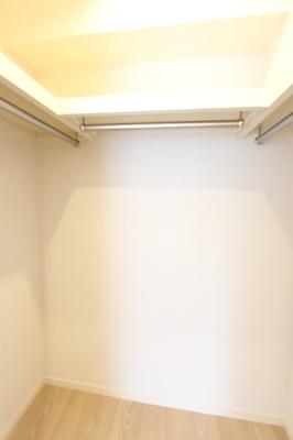 西側の洋室のウォークインクローゼット