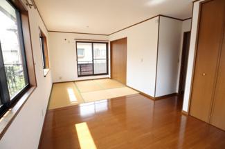 畳+フローリングのお部屋となっております。