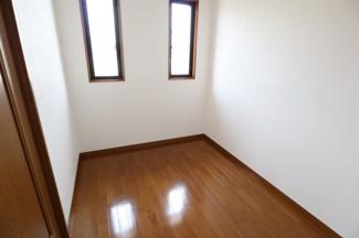 2階の納戸スペース 書斎としても利用可能です。