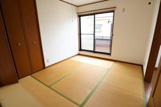2階和室でゆったりとくつろげるスペースとなっています。