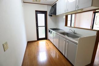 食器棚や冷蔵庫を置いても余裕のある広さです。