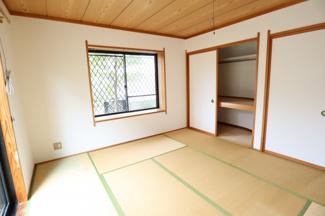 1階和室、8.5帖で広々しています。 客間として最適です。