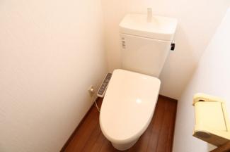 温水洗浄暖房便座付きのトイレです。