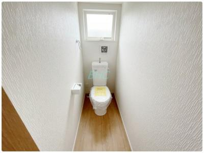 プライベート空間として機能や内装にこだわった、優しい雰囲気のトイレはリラックス空間へ。