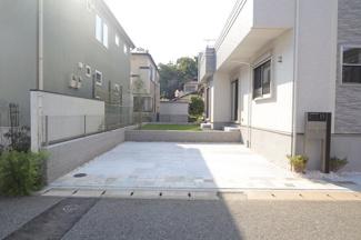 千葉市稲毛区宮野木町 新築一戸建て スポーツセンター駅 二台分のカースペースとなります。