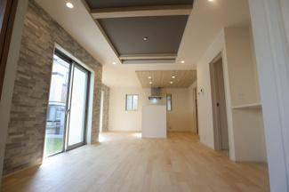 千葉市稲毛区宮野木町 新築一戸建て スポーツセンター駅 折上げ天井のDKです!開放感があります。