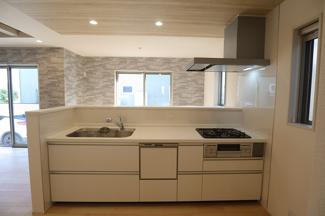 千葉市稲毛区宮野木町 新築一戸建て スポーツセンター駅 食洗器付きのキッチンです!